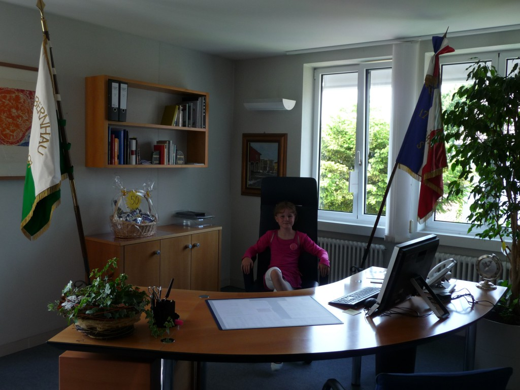 Das bin ich auf dem Bürgermeisterstuhl im Rathaus Stadtbergen