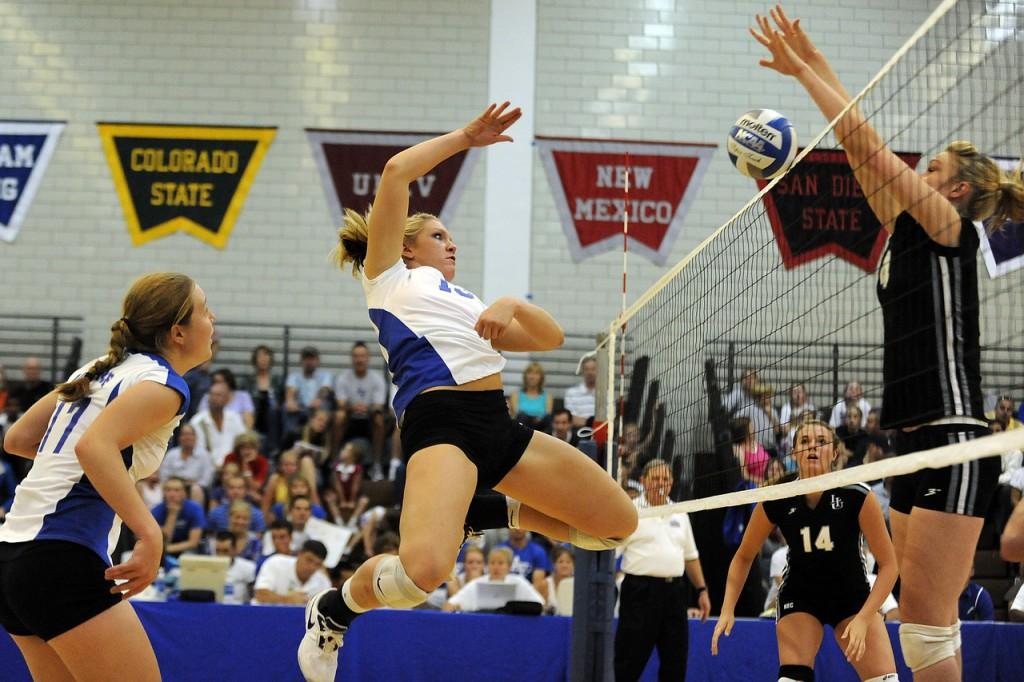 Ein Volleyballmatch in den USA- 4 Spielrinnen von 150 Millionen