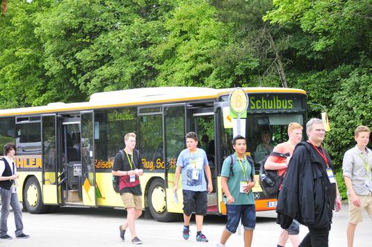 Die Schüler wurden mit Bussen zu den Firmen gefahren
