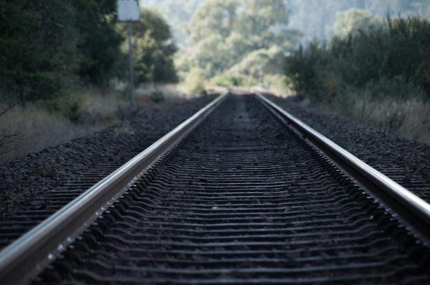 track-978683_1920